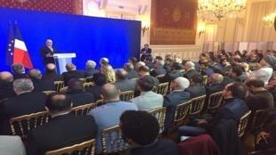 اجتماع رئيس الحكومة الفرنسية برنار كازنوف مع ممثلي الديانة الفرنسية