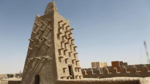 La Grande Mosquée Djingareyber à Tombouctou construite au XIVe siècle a été menacée de destruction par les islamistes, en 2012.