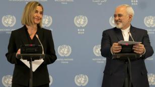 Les chefs de la diplomatie européenne, Federica Mogherini, et iranienne, Mohammad Javad Zarif ont annoncé la levée des sanctions internationales contre l'Iran, le 16 janvier 2016.