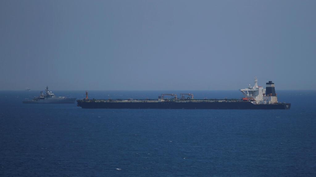 El superpetrolero iraní Grace I sigue retenido en Gibraltar, patrullado por embarcaciones de guardacostas británicos