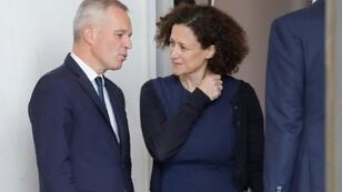 Le ministre de l'Ecologie Francois de Rugy s'entretient avec la secrétaire d'Etat à l'Ecologie Emmanuelle Wargon après le conseil des Ministres, à Paris, le 17 octobre 2018