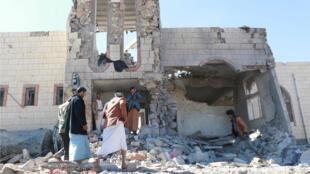 Mil días lleva Yemen en una guerra que ha dejado cerca de 10.000 muertos y una epidemia de cólera sin precedentes.