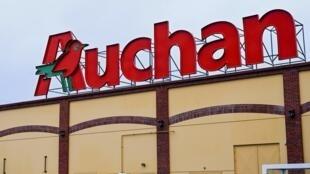 La direction du distributeur Auchan Retail France annonce un plan qui prévoit la suppression de 1.475 postes