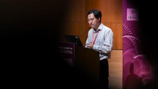 Le chercheur chinois He Jiankui lors du deuxième sommet international sur l'édition du génome humain en 2018.