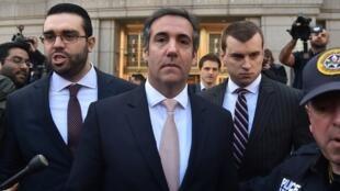 Michael Cohen sort du tribunal de New York le 26 avril 2018. L'avocat fait l'objet d'une enquête fédérale.