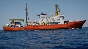 Selon SOS Méditerranée et MSF, le Panama a retiré son pavillon à l'Aquarius à la suite de pressions italiennes.