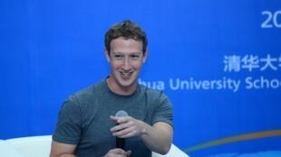Mark Zuckerberg parle en mandarin lors d'une conférence devant des étudiants chinois à Pékin le 22 octobre 2014.