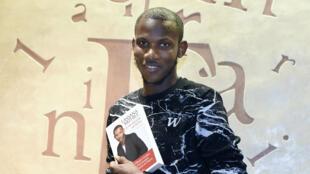 Un an après la prise d'otage de l'Hyper Cacher, Lassana Bathily, qui avait caché des otages dans une chambre froide, sort un livre.