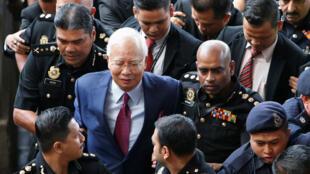 L'ancien Premier ministre malaisien Najib Razak lors de sa première comparution devant un tribunal dans le cadre du scandale1MDB, en juin2018.