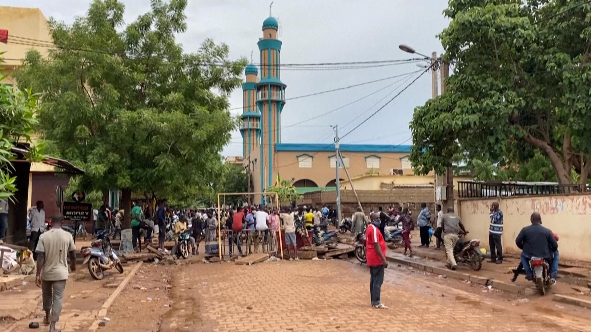 VIDI1V45J9_FR Mali_ les échauffourées se poursuivent à Bamako malgré les appels au calme