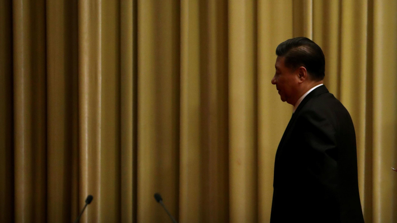 """El presidente chino Xi Jinping se retira tras el evento de conmemoración del 40° aniversario del """"Mensaje a los compatriotas en Taiwán"""" en Beijing, el 2 de enero de 2019."""