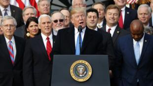 Trump y los republicanos aseguran que una reducción de impuestos en los sectores económicos de mayor ingreso fomentará la inversión e incentivará el crecimiento.