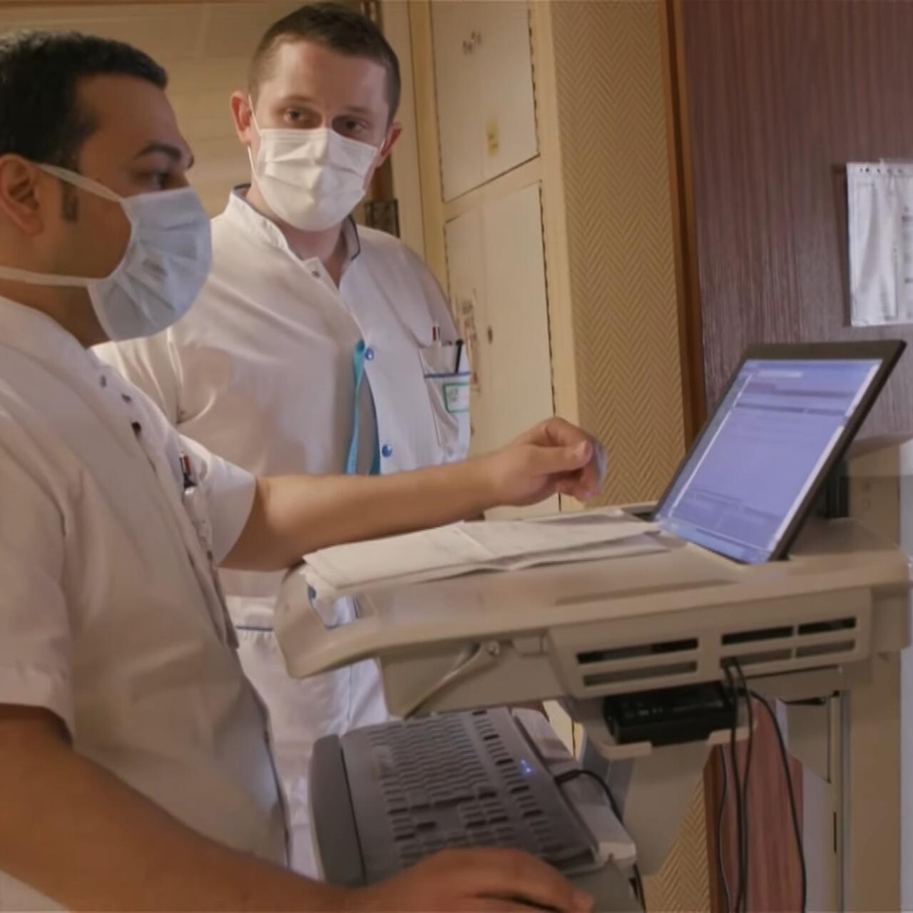 Médicos Sirios Huyeron De La Guerra Y Ahora Están En La Primera Línea Contra El Covid 19 En Francia Reporteros
