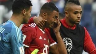 دموع المغربي عزيز بوحدوز بعد أن سجل هدفا ضد منتخبه أمام إيران