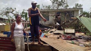 """Selon les ONG présentes sur place, l'archipel est dévasté et les besoins humanitaires sont """"énormes""""."""