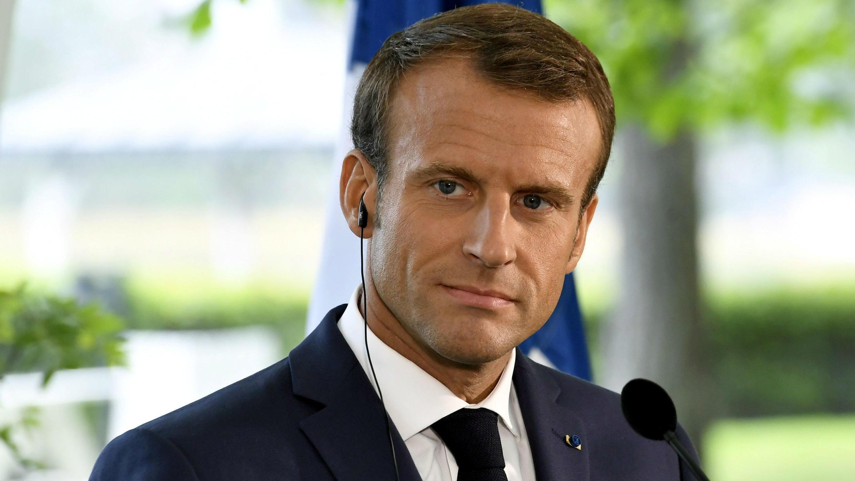 El presidente francés, Emmanuel Macron, reacciona durante una conferencia de prensa con el primer ministro finlandés Juha Sipila en la residencia oficial del primer ministro Kesaranta en Helsinki, Finlandia, el 30 de agosto de 2018.