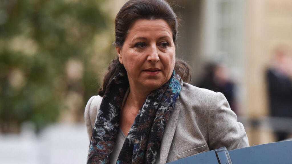 La ministra de Salud francesa, Agnes Buzyn, de camino auna reunión con el Gobierno para decidir cómo hacer frente al brote de coronavirus este 26 de enero de 2020.