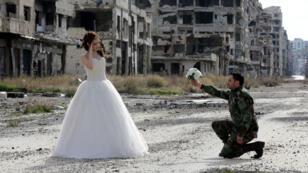 Nada Merhi, 18 ans, et Hassan Youssef, 27 ans, se sont prêtés à une séance photos à Homs le 5 février dernier.