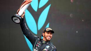 El británico Lewis Hamilton tras ganar el Gran Premio de Turquía de Fórmula 1, en Estambul, el 15 de noviembre de 2020
