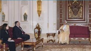 سلطان عمان هيثم بن طارق يستقبل وزير الخارجية الأمريكي مايك بومبيو في مسقط. 27 أغسطس/آب 2020.