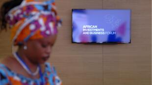 Une participante au Forum africain des affaires et de l'investissement, le 3 décembre 2016 à Alger.