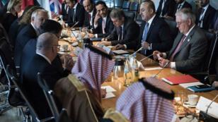 Rex Tillerson (à droite) a participé le 17 février à une réunion sur la Syrie avec les pays soutenant l'opposition, en marge du G20, à Bonn.