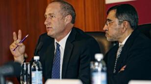 Les professeurs Andre van der Merwe et Rafique Moosa ont supervisé l'opération qui a permis la première greffe réussie d'un pénis, en Afrique du Sud.