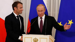 El presidente francés Emmanuel Macron y su homólogo ruso Vladimir Putin en Versalles, 29 de mayo de 2017.