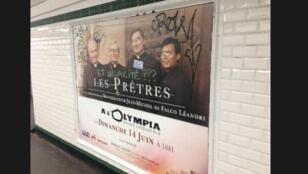 """Les nouvelles affiches annonçant le prochain concert du groupe """"Les Prêtres"""" porteront finalement la mention """"en faveur des chrétiens d'Orient""""."""