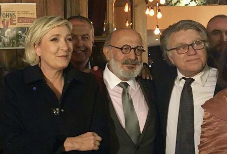 La présidente du Front National Marine Le Pen, aux côtés de Roger Eddé, homme politique libanais, et de Gilbert Collard, député frontiste, photographiés le 19 février à Byblos. (Crédit : Chloé Domat / France 24)