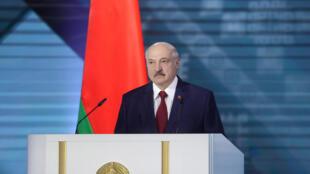 رئيس بيلاروسيا ألكسندر لوكاشنكو يلقي كلمته السنوية إلى الأمة والبرلمان في مينسك في 4 آب/أغسطس 2020