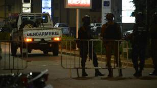 Les forces de sécurité burkinabè dans les rues de Ouagadougou, le 13 août 2017.