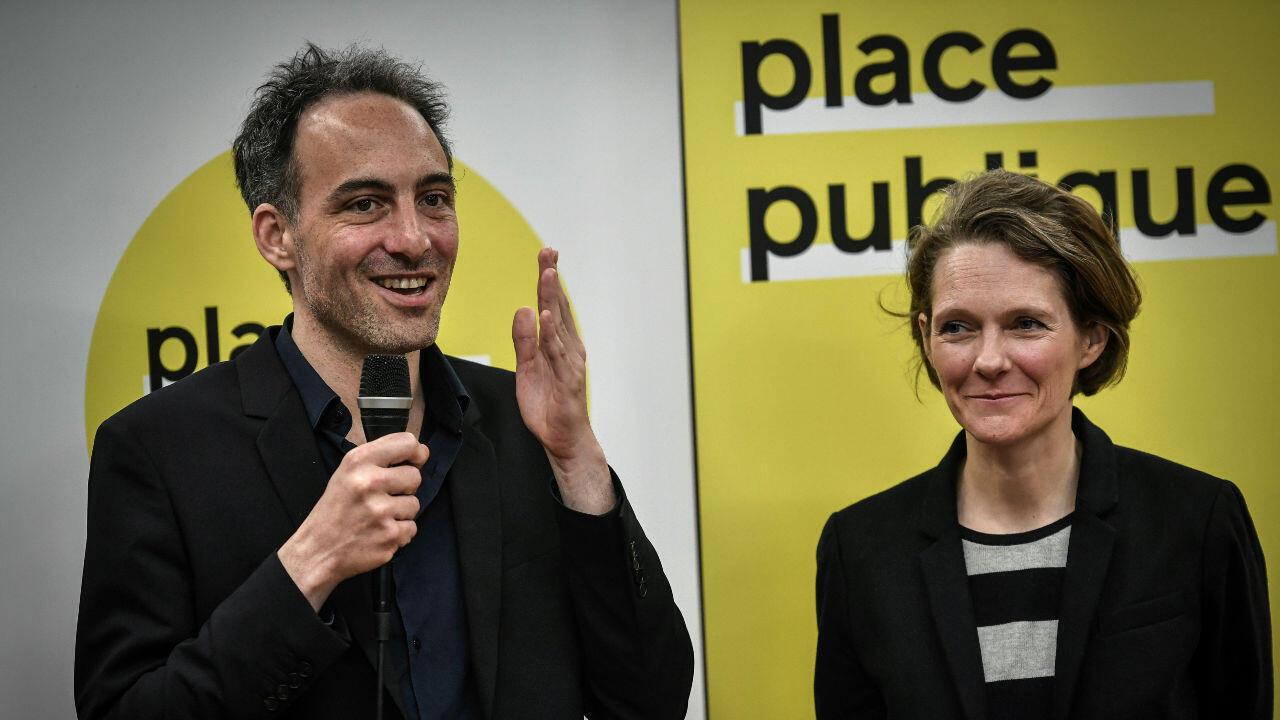 Raphaël Glucksmann, à gauche, et Claire Nouvian, à droite, annoncent, le 15 mars 2019 à Paris, le lancement d'une liste Place publique pour les élections européennes.