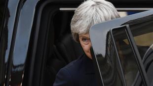La Première ministre britannique, Theresa May, quitte l'Élysée après une entrevue avec le président français Emmanuel Macron, le 9 avril 2019.
