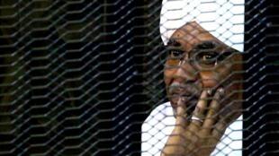 El exmandatario Omar al-Bashir está acusado de genocidio, crímenes de guerra y contra la humanidad en Darfur.