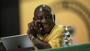 Cyril Ramaphosa a devancé de 179 voix à peine son unique rivale.