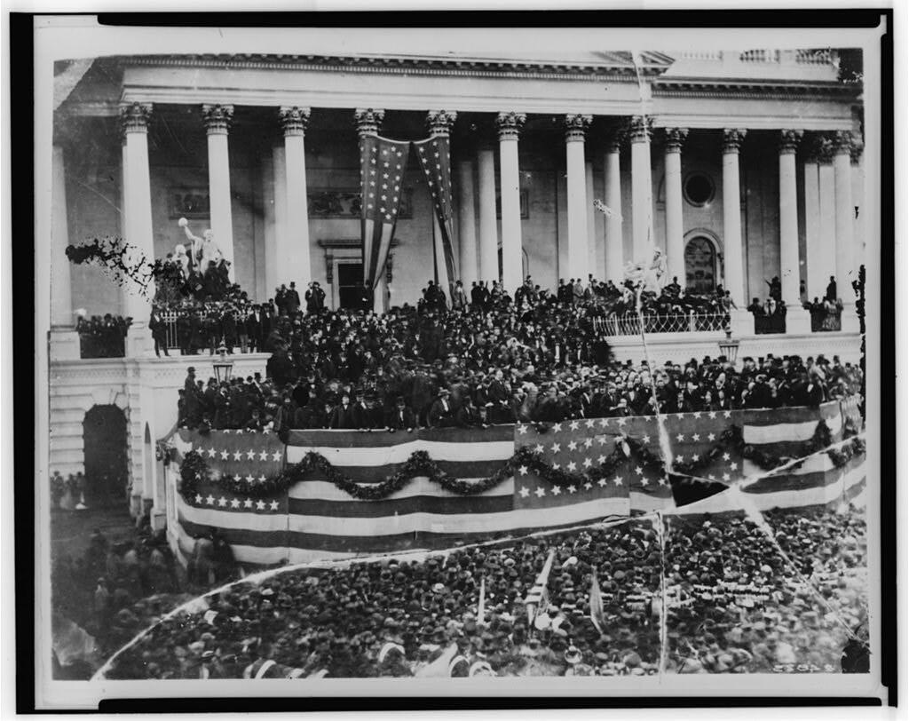 El presidente Herbert Hoover es juramentado, en Washington, el 4 de marzo de 1929.