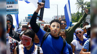 """Los manifestantes nicaragüenses participan en la marcha """"Juntos somos un volcán"""" contra el Gobierno del presidente de Nicaragua, Daniel Ortega, en Managua, Nicaragua, el 12 de julio de 2018."""