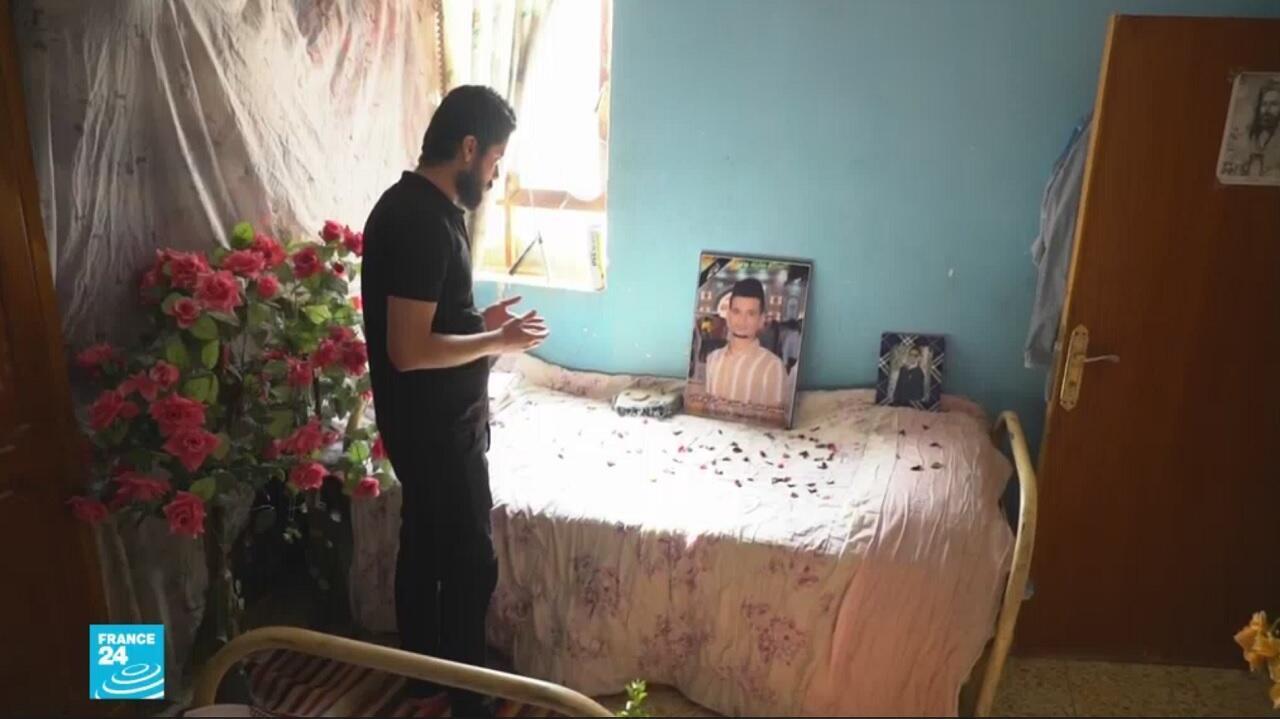 فقد حسين أخاه حيدر في الثالث من أكتوبر الماضي بينما كان يشارك في مظاهرة في مركز الناصرية