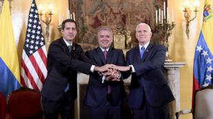 L'opposant vénézuélien Juan Guaido, le président colombien Ivan Duque et le vice-président américain Mike Pence, à Bogota, le 25 février 2019.