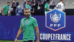 Le défenseur de Saint-Etienne, Loïc Perrin, à l'issue de la finale de la Coupe de France contre le Paris-SG, au Stade de France, le 24 juillet 2020