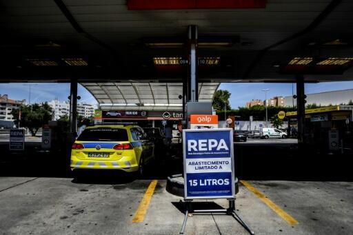 سائقو صهاريج الوقود في البرتغال ينهون إضرابهم