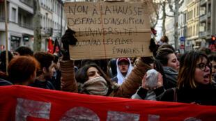 Des étudiants manifestent à Lyon contre la hausse des frais d'inscription à l'université pour les étudiants étrangers, le 13 décembre 2018.