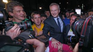 Bruno Le Maire fêté par ses partisans malgré sa défaite face à Nicolas Sarkozy pour la présidence de l'UMP, le 29 novembre 2014.