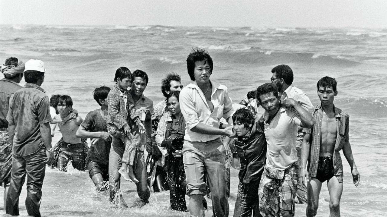 Ce groupe de réfugiés vietnamiens, boat people, qui sont arrivés sur un petit bateau, qui a coulé sur la mer de Chine, 1978