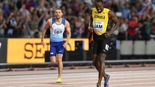 الجامايكي أوساين بولت يتعرض للإصابة في نهائي سباق التتابع 4×100 م في بطولة العالم لألعاب القوى بلندن في 12 آب/أغسطس 2017