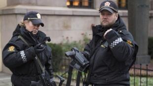 عناصر من الشرطة النرويجية في أوسلو