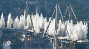 La destruction a nécessité l'évacuation de près de 4000riverains.
