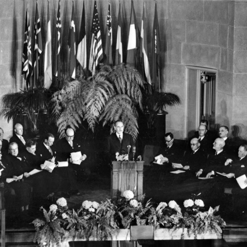 Ceremonia de creación de la Organización del Tratado del Atlántico Norte el 04 de abril de 1949 en Washington. EE. UU.