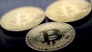 Des pièces de la cryptomonnaie bitcoin, le 20 novembre 2017 à Londres